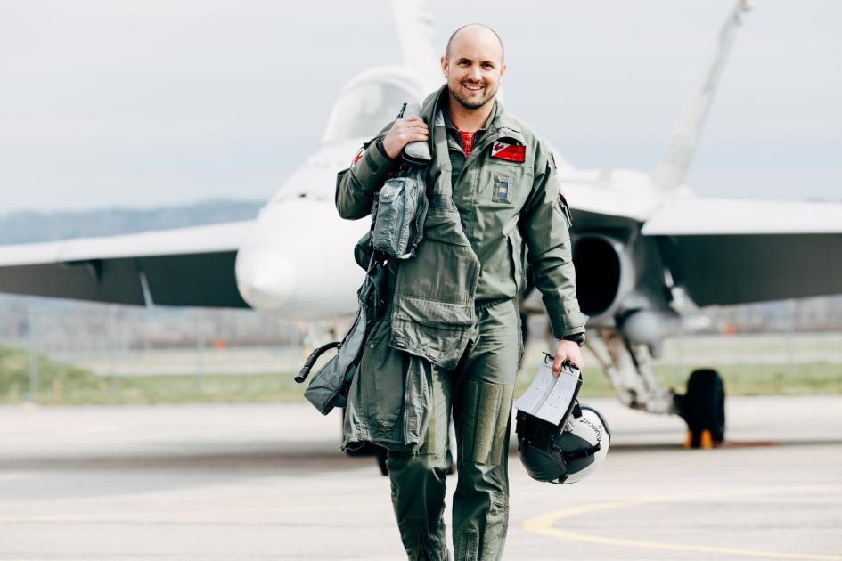 "Nicolas ""Vincent"" Rossier : Pilote du Swiss Hornet Display Team"